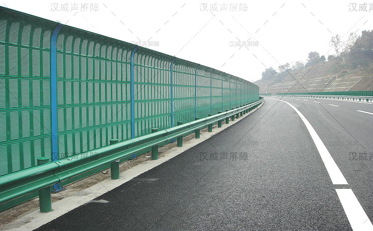 湖北宜昌桥上金属声屏障