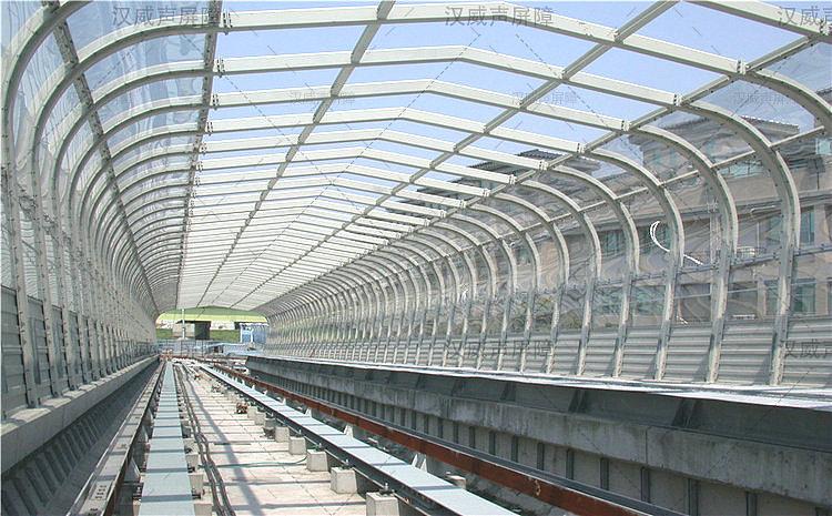 火车轨道顶部折角隔音屏