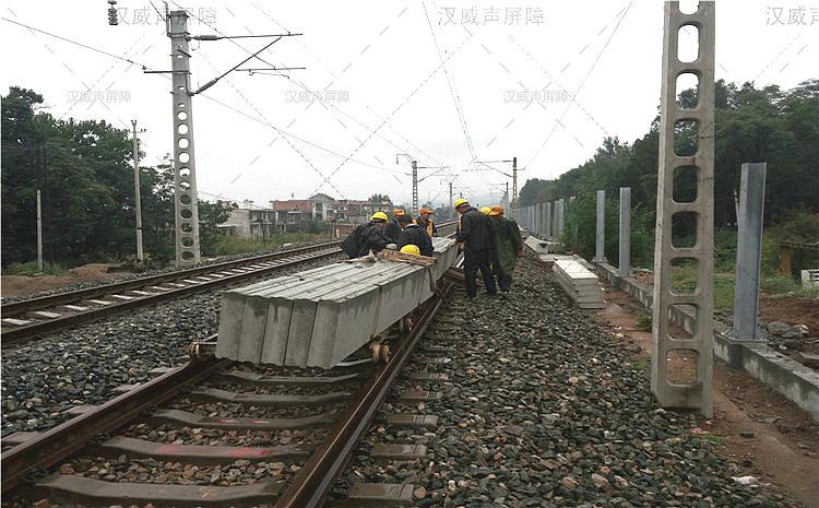 火车轨道插入式隔音墙